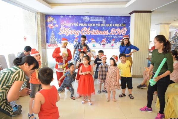 Giáng sinh 2016 - Công ty cổ phần dịch vụ du lịch Chợ Lớn - Chowlontourist tổ chức lễ giáng sinh cho con em các cán bộ công nhân viên của công ty